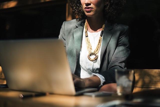 ¿Qué es y cómo funciona el trading online?